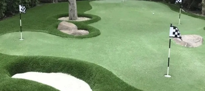 Landscaped putting green